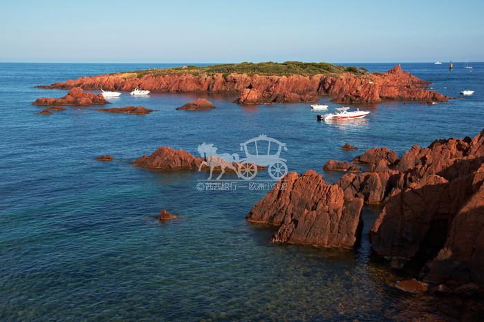 【摩纳哥】摩纳哥  世上最美丽的花园之国 摩纳哥公国是仅比梵蒂冈大的世界第二小国家。整个国家背山面海,干净、整洁、美丽、贵气,如同一大个皇家花园。主要景点有:建在山头、俯瞰大海和整个公国的皇宫、由一位摩纳哥亲王所建的海洋水族馆、泊满豪华游艇的海湾、栽满奇花异草的热带花园、蜿蜒的山路和无敌海景,当然还有著名的蒙特卡罗赌场。 - 建议玩1天。 - 景点类型:名城古镇 碧海蓝天